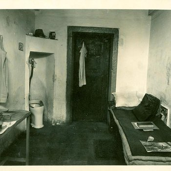 Photo 1913 - Typical Cell