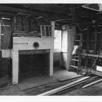Mott House 105: Ell - Interior view