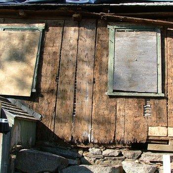 Akin House 090: Early Window