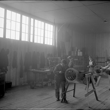 Employees of the Dayton-Wright Airplane Company building the fuselage of the Kettering Bug