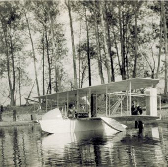 Wright Model G Aeroboat floating in Miami River 3